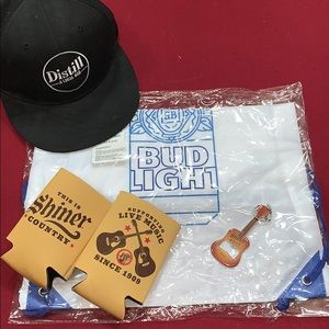6 piece gift set: Snapback hat, Backpack + more